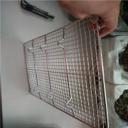 wire mesh cooling rack